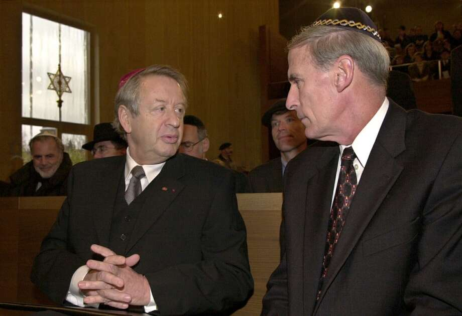Dan Coats, US Ambassador to Germany, right, talks to Paul Spiegel, President of Germany`s Central Council of Jews, at the inauguration ceremony for a new synagogue in Dresden, Germany, Friday, Nov. 9, 2001.  63 years after the Nazis destroyed more than 1,300 synagogues during Kristallnacht, on Nov. 9, 1938, the inauguration of the new synagogue takes place on the site where the old one stood. (AP Photo/Matthias Rietschel) Photo: MATTHIAS RIETSCHEL, AP
