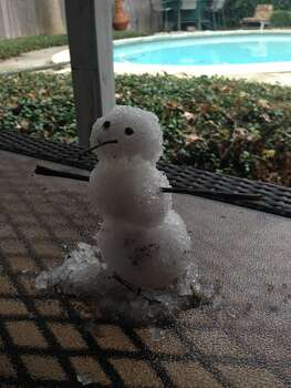 A not-so-Texas-sized snowman in southwest Houston. (Photo by Andrew Saldana)