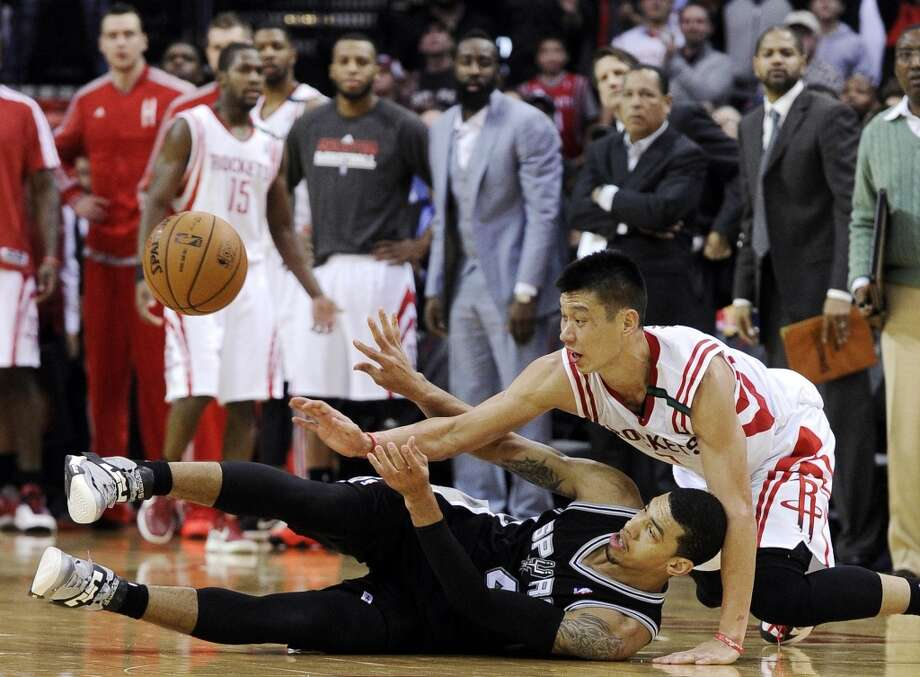 Jeremy Lin and Spurs guard Danny Green battle over a loose ball during the Spurs' 134-126 overtime win on Dec. 10, 2012 in Houston. Photo: Pat Sullivan, Associated Press