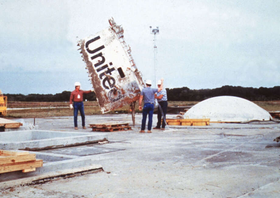 Fragments of the Space Shuttle Challenger are seen after its explosion on takeoff from Kennedy Space Center in Florida earlier on Jan. 28, 1986. Photo: UniversalImagesGroup, Getty Images / Universal Images Group Editorial