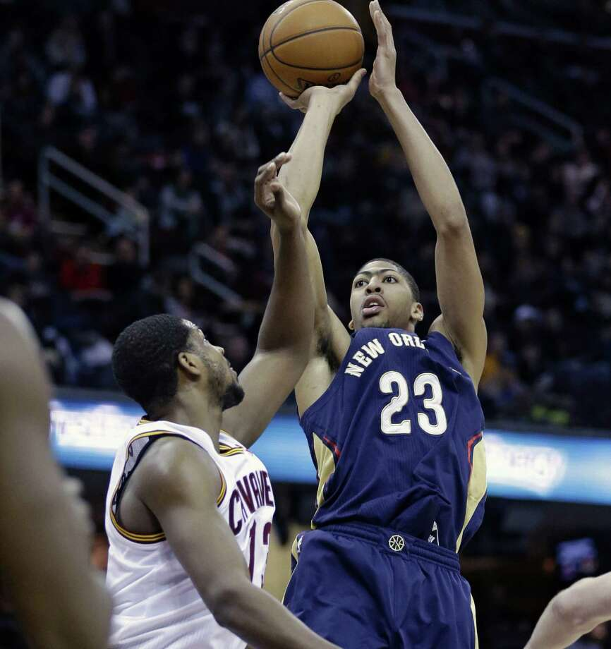 New Orleans' Anthony Davis, shooting over Texas-ex Tristan Thompson of Cleveland, contributed 30 points, eight blocks and seven boards. Photo: Tony Dejak / Associated Press / AP