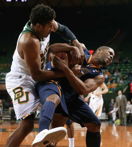 Baylor's Ish Wainright, left, refuses to give an inch in his battle with West Virginia's Gary Browne. Photo: Michael Bancale, MBO / Waco Tribune Herald