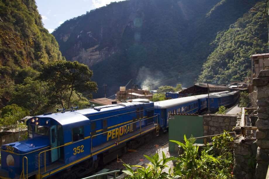 PeruRailoffers three types of trains on its Machu Picchu route: the affordable Expedition, the modern Vistadome and the luxurious Hiram Bingham.