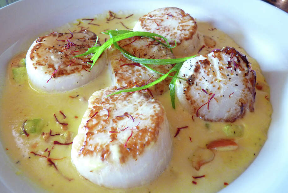 Sauteed scallops in saffron cream at Salé-Sucré Photo: Courtesy Photo / ONLINE_YES