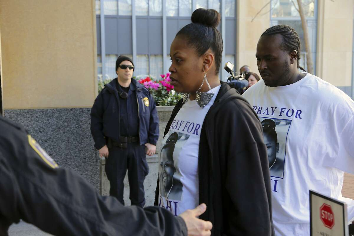 Nailah and Martin Winkfield, the parents of Jahi McMath, a 13-year-old whom they believe is alive after doctors pronounced her brain dead, outside a federal courthouse in Oakland, Calif., Jan. 3, 2014. On Friday, in the midst of battles taking place in three courts, an Almeda County superior court judge mediated an agreement between Children's Hospital Oakland and the girl's family, that would allow the child to be moved to a treatment center. (Jim Wilson/The New York Times)