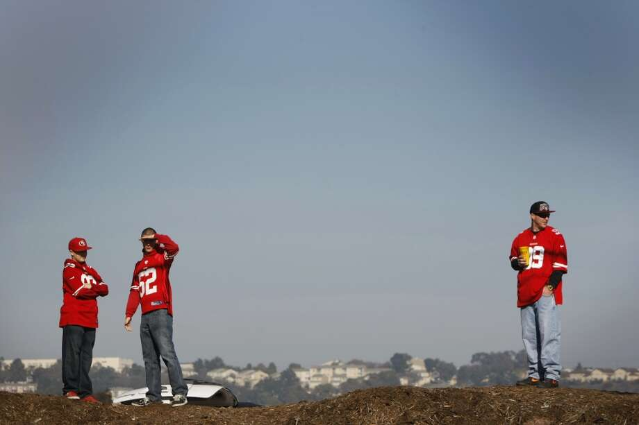 49ers fans take in the view from a dirt berm in a parking lot on the north side of Candlestick Park on December 23, 2013 in San Francisco, Calif. Photo: Pete Kiehart, The Chronicle