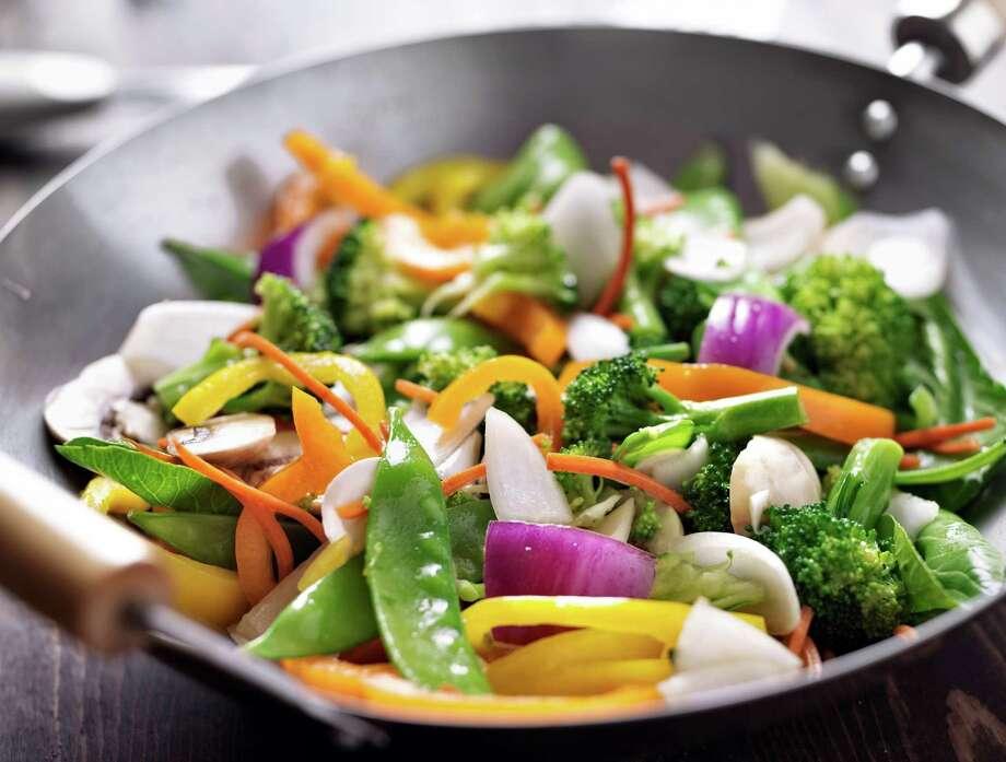 vegetarian wok stir fry / Joshua Resnick - Fotolia