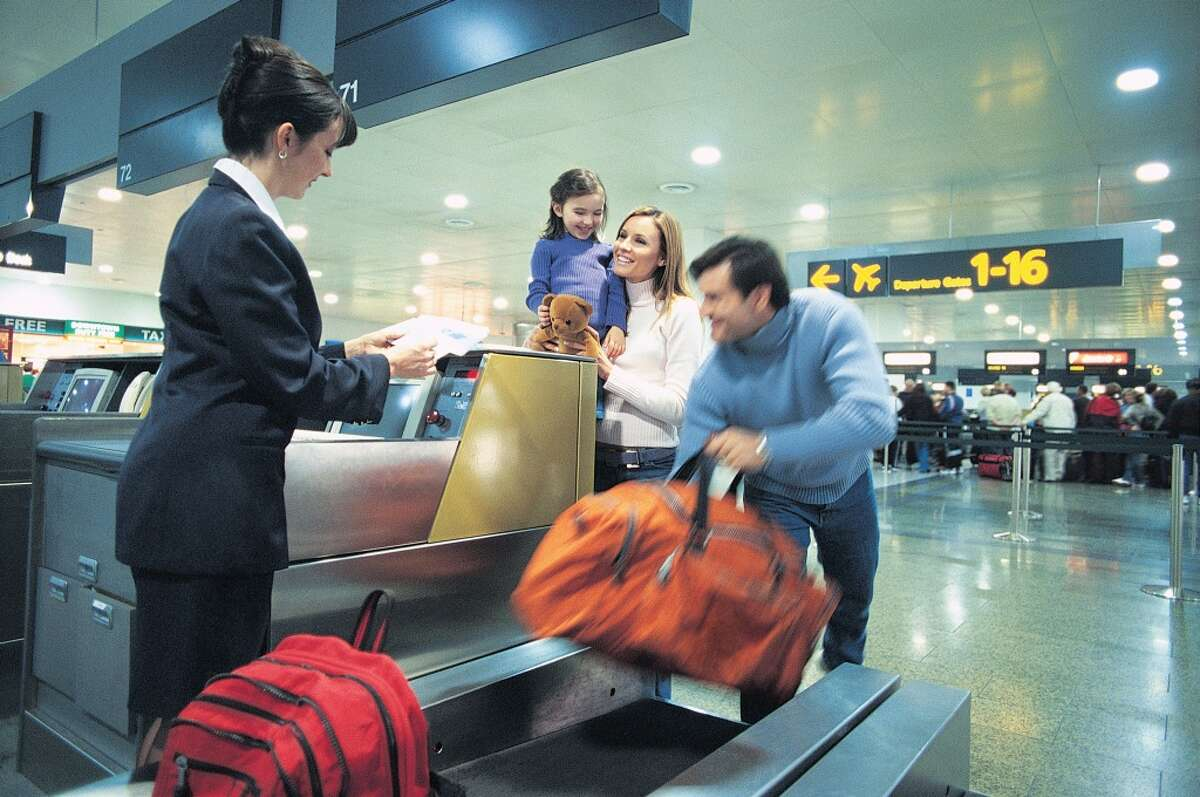 Holiday Travel Tips Holiday travel should be joyous and stress-free. These tips from Travel Leaders will help your holiday trips go smoothly.