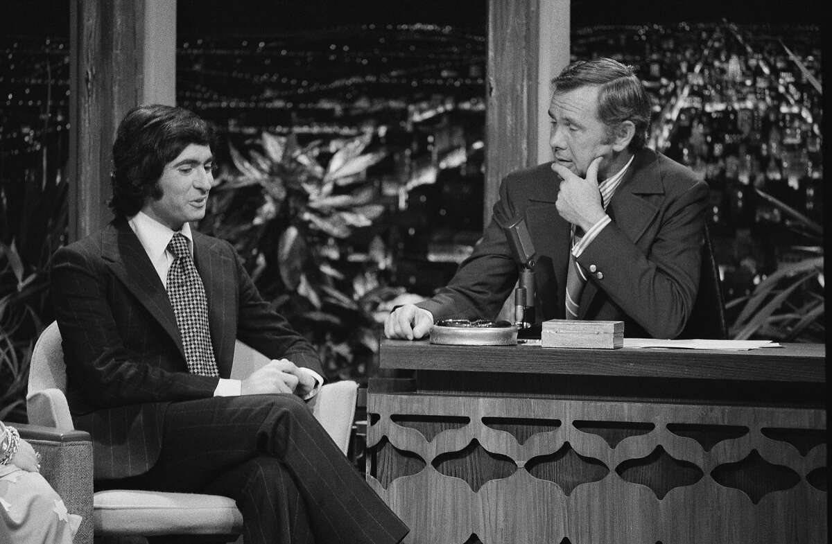 THE TONIGHT SHOW STARRING JOHNNY CARSON -- Pictured: (l-r) -- Actor/director David Steinberg with host Johnny Carson on November 27, 1970