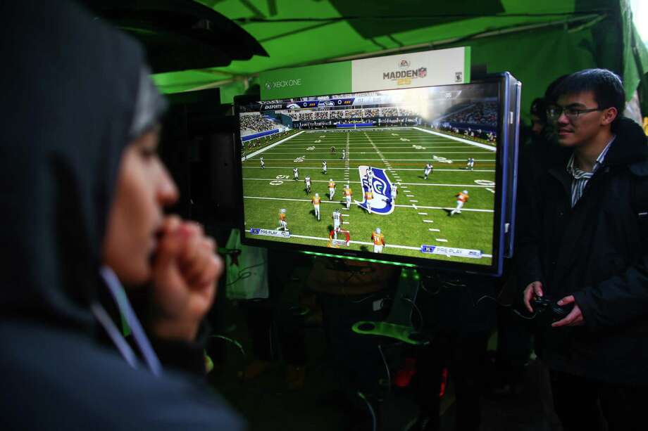 Participants play on an Xbox One during the Super Bowl Boulevard fan experience. Photo: JOSHUA TRUJILLO, SEATTLEPI.COM / SEATTLEPI.COM
