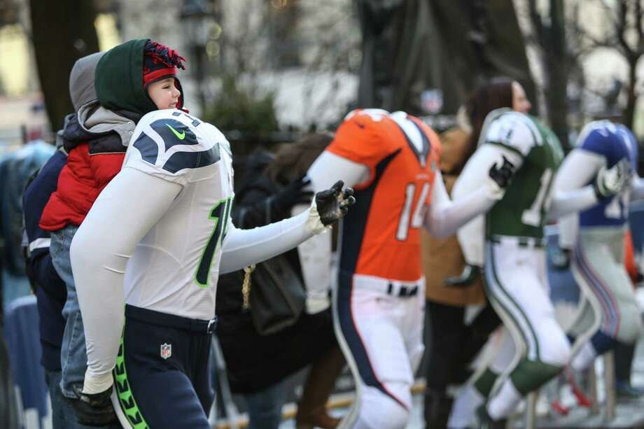 A young fan poses on a mannequin. Photo: JOSHUA TRUJILLO, SEATTLEPI.COM / SEATTLEPI.COM