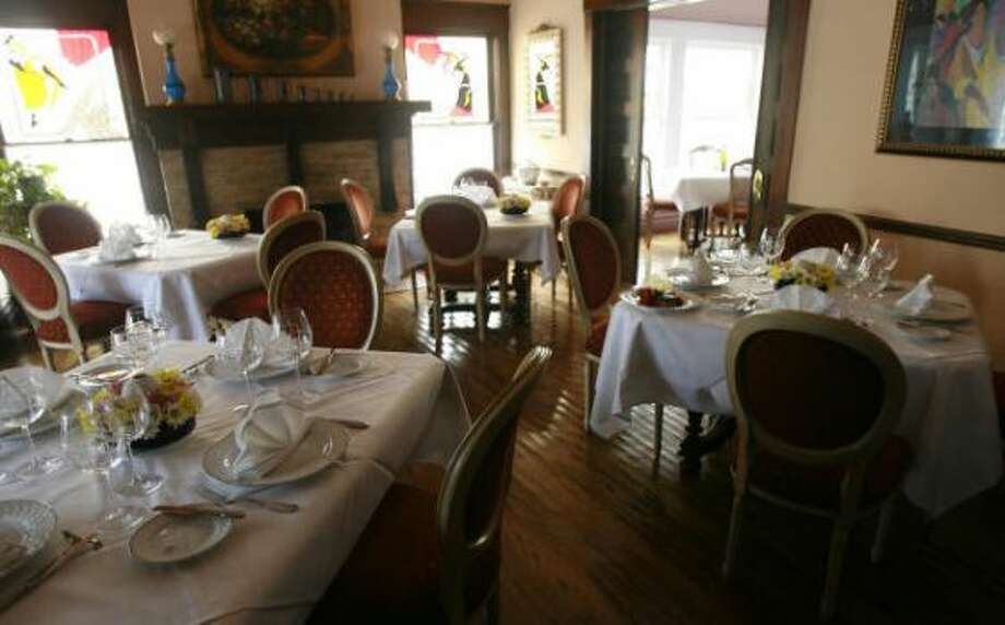 The dining room at Chez Georges in 2006. Photo: James Nielsen/Chronicle