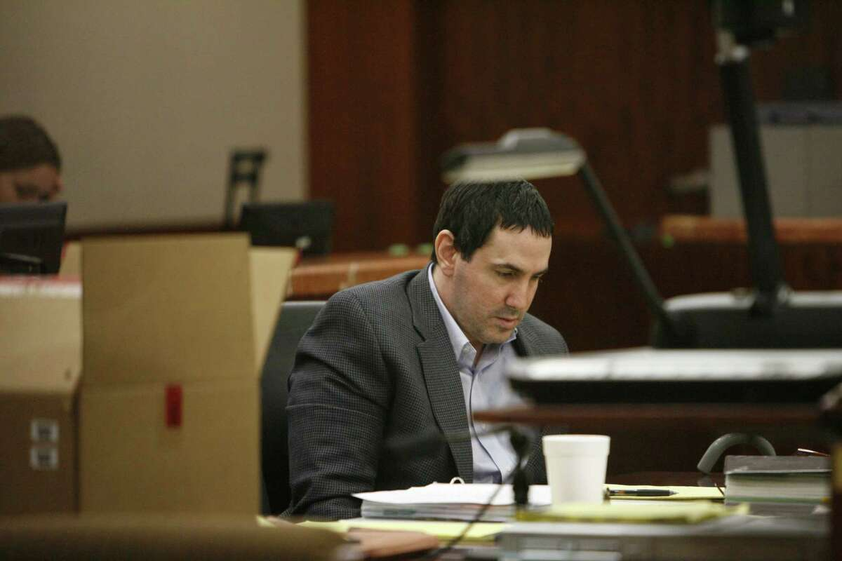 Steven Weinstein is pictured during his murder trial. Police found a decomposed body in his trunk in his garage. Dec. 12, 2009 in Houston.