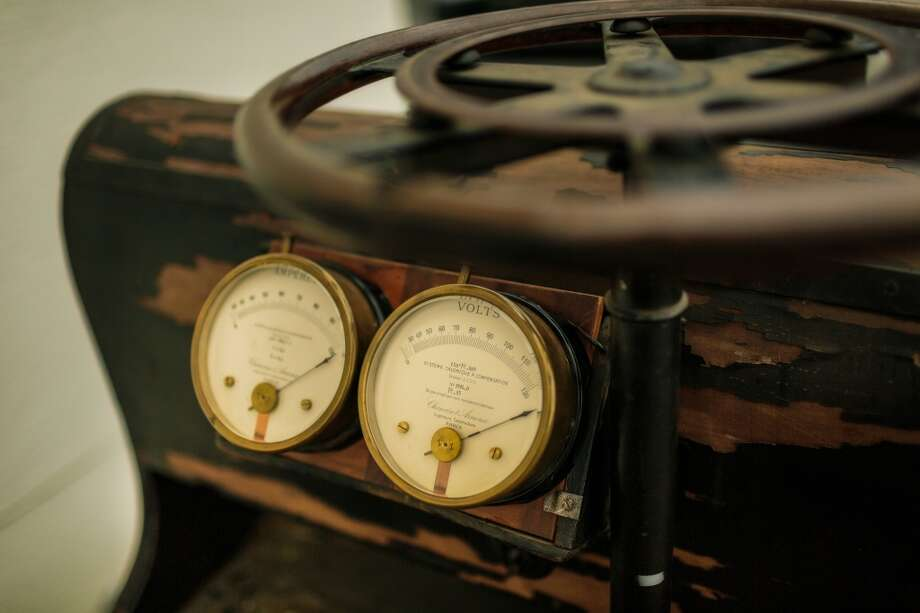 A closeup look at some of the Phaeton's gauges. Photo: Courtesy Porsche