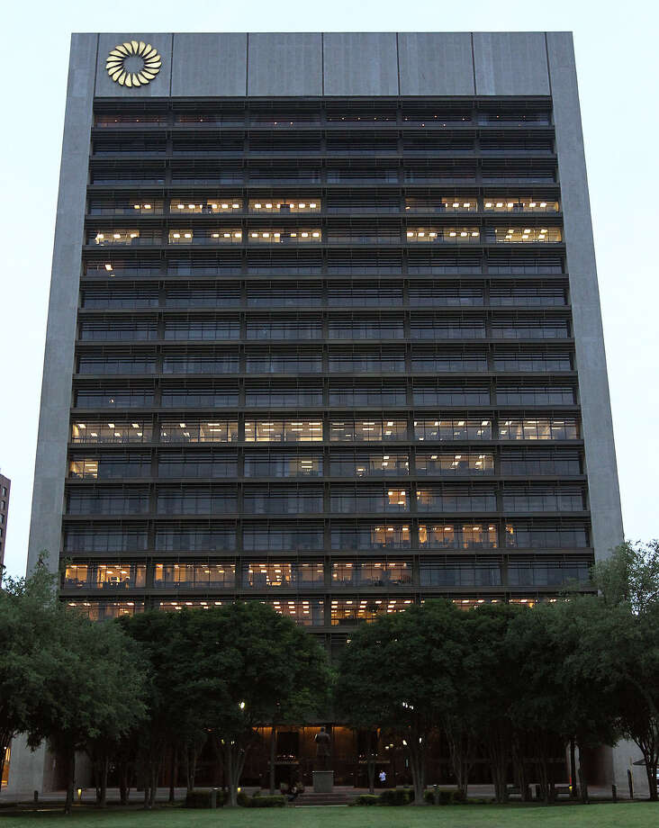 Dick Evans, chairman and CEO of Cullen/Frost Bankers, Frost Bank's parent, said the bank had its highest volume of new loan commitments since 2008. Photo: San Antonio Express-News File Photo / ©2012 San Antonio Express-News