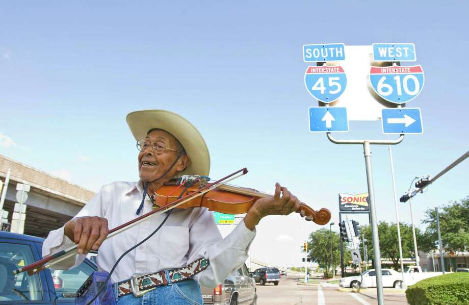"Luis Cruz, known to many as ""The Violin Man,"" serenaded people at busy intersections mostly because he loved music. Photo: Nick De La Torre, Staff / Houston Chronicle"