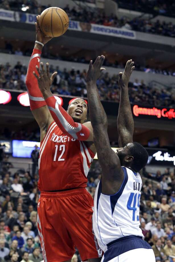 Rockets center Dwight Howard (12) shoots over Mavericks center DeJuan Blair. Photo: LM Otero, Associated Press