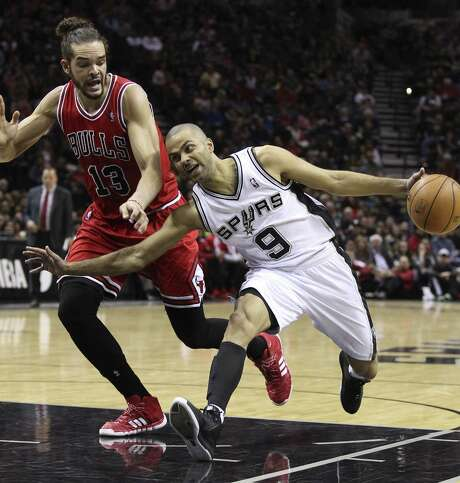 Spurs guard Tony Parker tries to shake off Bulls center Joakim Noah. Parker scored a team-high 20 points in a losing effort. Photo: Kin Man Hui / San Antonio Express-News / ©2013 San Antonio Express-News