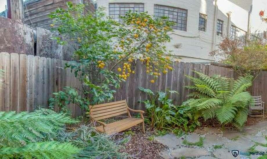 Yard! Photos via Craigslist/www.rentmethod.com
