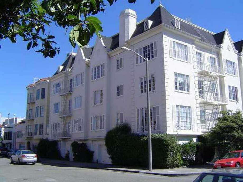 Classic building. Photos via Craigslist/Marina Pierce Apartments | California Property Services |