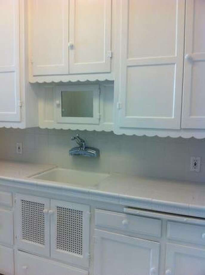Kitchen detail.  Photos via Craigslist/Marina Pierce Apartments | California Property Services |