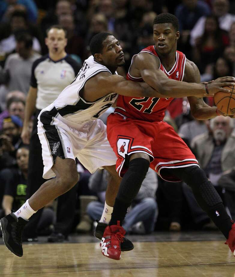 Spurs' Othyus Jeffers (07) attempts a steal against Chicago Bulls' Jimmy Butler (21) at the AT&T Center on Wednesday, Jan. 29, 2014. Photo: Kin Man Hui, San Antonio Express-News / ©2013 San Antonio Express-News