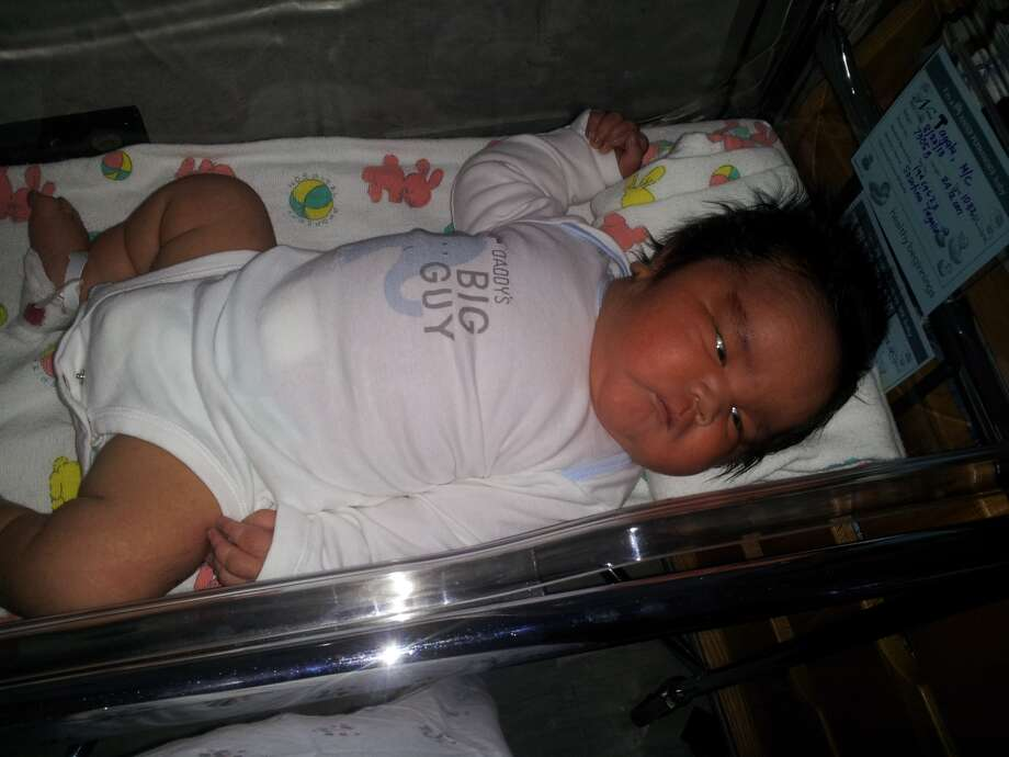 Four-day-old Sammisano barely fit in his hospital crib. Photo: Otuhiva Family, Courtesy