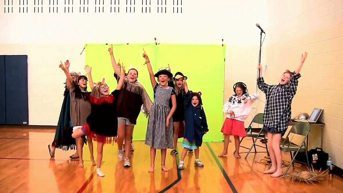 Children in Chicago's Elephant and Worm educational theater company reinterpreted Robert C. O'Brien's