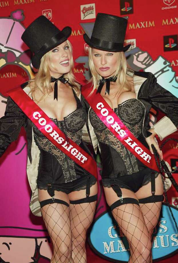 """Diane and Elaine Klimaszewski:They rocketed to fame as the """"Coors Light Twins,"""" the subject of one of the most catchy commercial tunes of all time. Watch the ad here. Photo: Evan Agostini, Getty Images / 2004 Getty Images"""