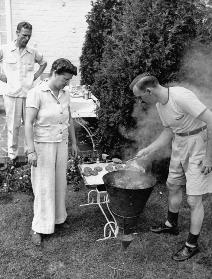 A cookout in a New York suburb, 1942. Photo: Alfred Eisenstaedt, Time & Life Pictures/Getty Image