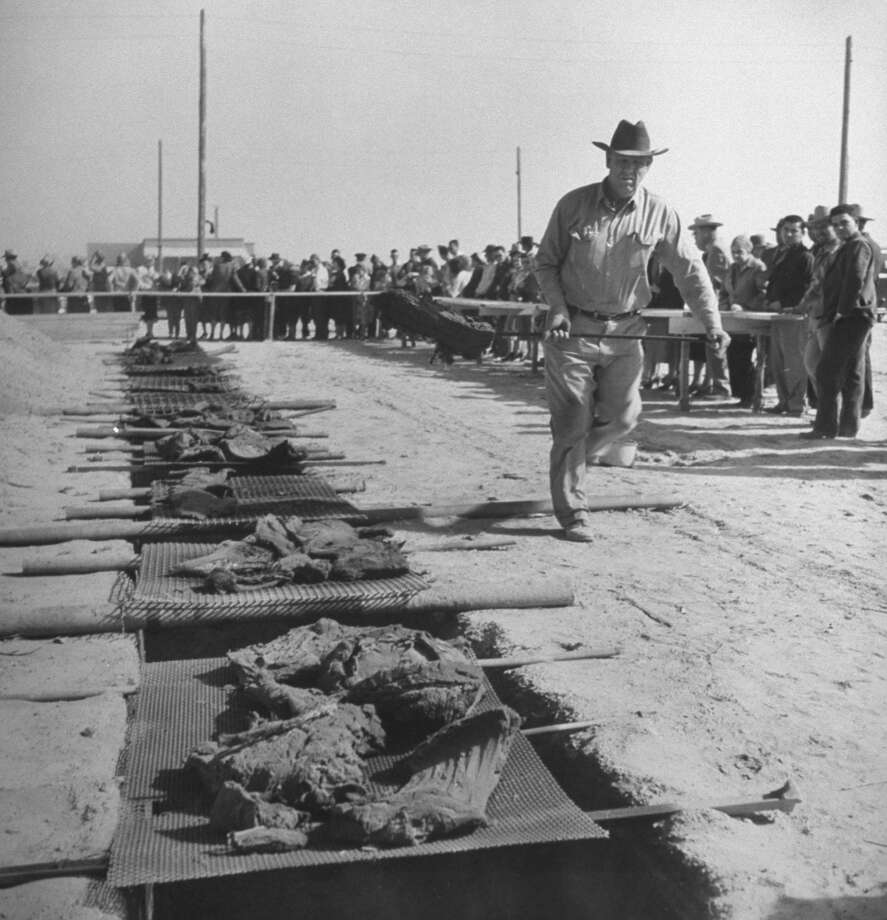 During a Texas drought, rushing dusty beef from sizzling barbecue pit to dusty spectators standing behind the ropes, 1950. Photo: Joseph Scherschel., Time & Life Pictures/Getty Image