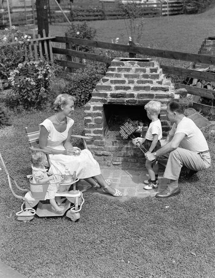 A backyard barbecue in 1950. Photo: H. Armstrong Roberts, Retrofile/Getty Images