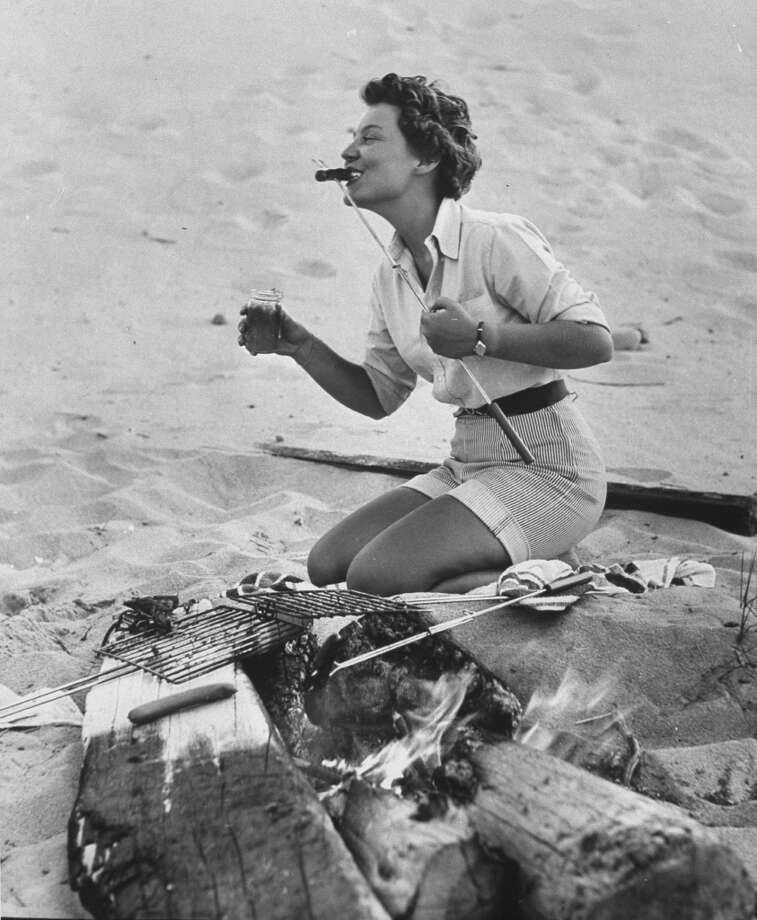Scenes from a beach barbeque, 1953. Photo: Eliot Elisofon, Time & Life Pictures/Getty Image