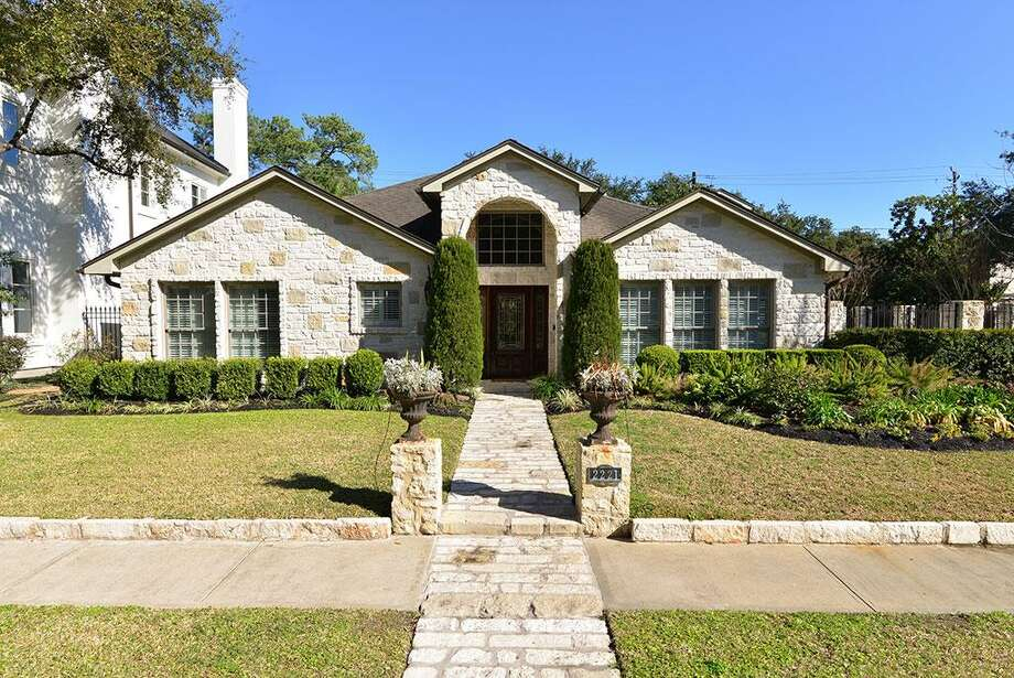 2221 Maconda: This 1955 home has 4 bedrooms, 3.5 bathrooms, and 3,625 square feet. Listed for $1,495,000. Open house: 2/2/2014, 2 p.m. to 4 p.m. Photo: Houston Association Of Realtors