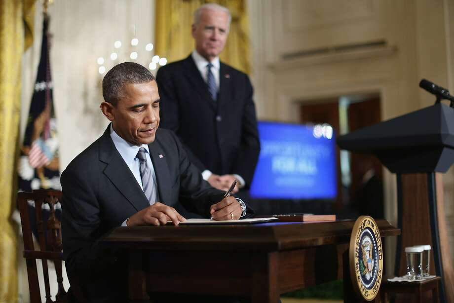 President Obama signs an order directing the federal government not to discriminate against applicants who have been unemployed for long periods. Top companies pledged to do the same. Photo: Chip Somodevilla, Getty Images