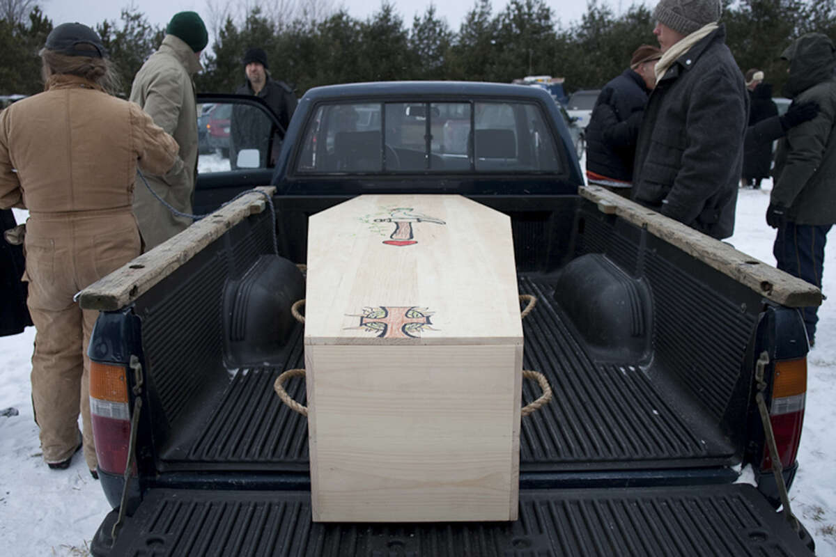 In green burials, coffins are made of wood or other natural materials and are transported to final resting places by hand or vehicle, eschewing fancy funeral trappings.