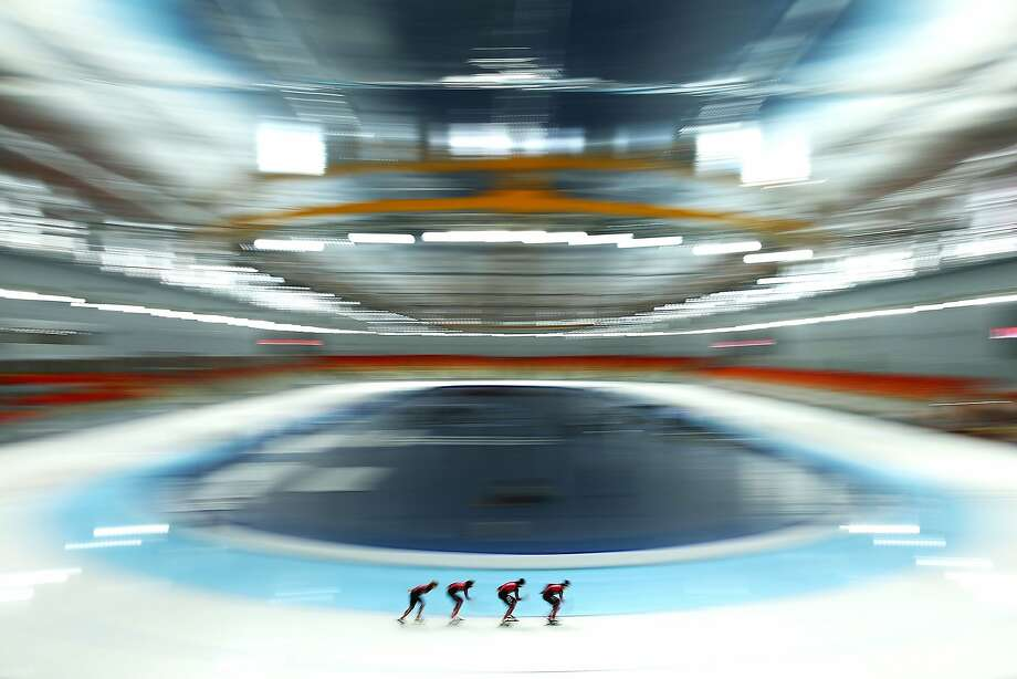 SOCHI, RUSSIA - JANUARY 31:  Members of the German Speed Skating team skate during a training session ahead of the Sochi Winter Olympics at Adler Arena on January 31, 2014 in Sochi, Russia.  (Photo by Robert Cianflone/Getty Images) - BESTPIX Photo: Robert Cianflone, Getty Images