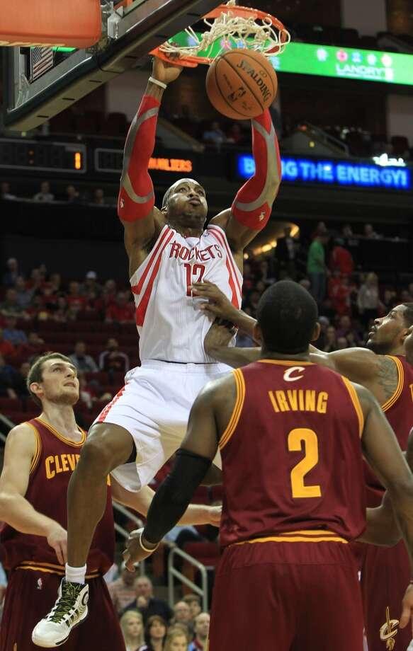 Rockets center Dwight Howard (12) dunks. Photo: Mayra Beltran, Houston Chronicle