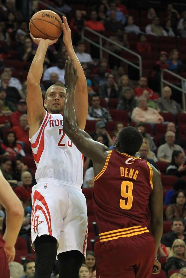 Rockets small forward Chandler Parsons (25) scores over Cavaliers small forward Luol Deng. Photo: Mayra Beltran, Houston Chronicle