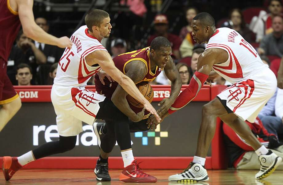 Cavaliers shooting guard Dion Waiters (3) is blocked by Rockets small forward Chandler Parsons (25) and center Dwight Howard (12). Photo: Mayra Beltran, Houston Chronicle