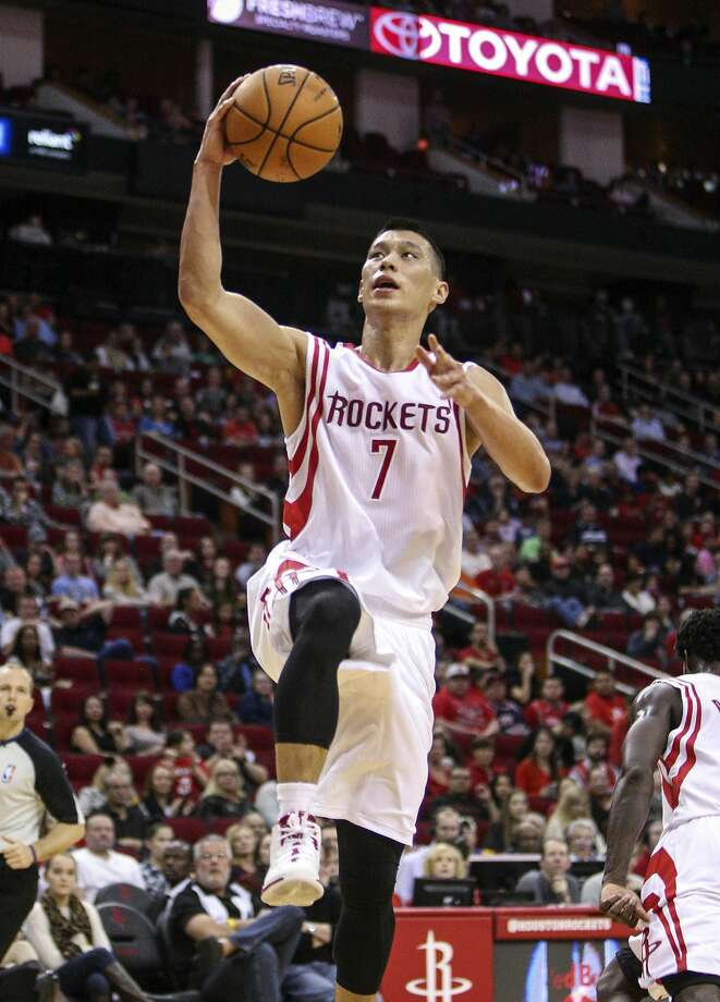 Jeremy Lin, who attended Palo Alto High School, goes up for the layup on his way to his first NBA triple-double. Photo: Troy Taormina, Reuters