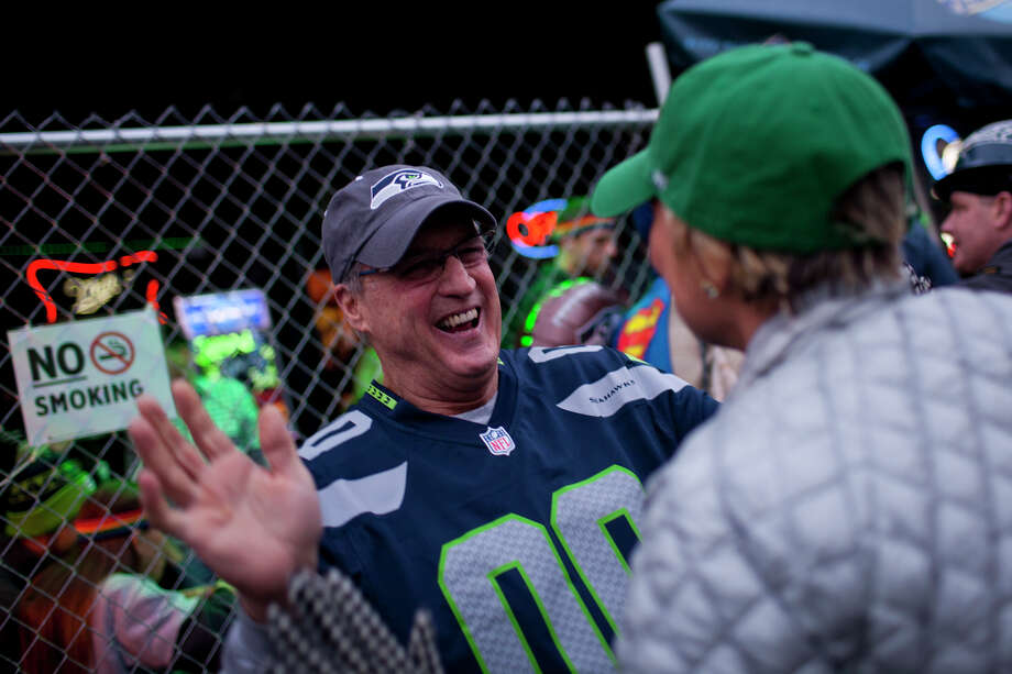 Frank New celebrates with Kitty O'Connor, right, at Fuel in Pioneer Square during the third quarter of Super Bowl XLVIII on Sunday, February 2, 2014 in Seattle. Photo: CHRIS WILSON, (Chris Wilson, Seattlepi.com)