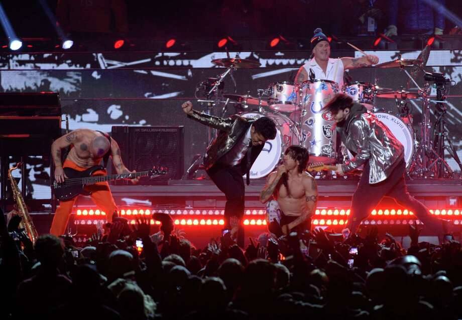 The Red Hot Chili Peppers and Bruno Mars (C, L) perform during Super Bowl 48 at MetLife stadium in East Rutherford, New Jersey, on February 2, 2014.    AFP PHOTO /   Timothy  CLARY Photo: TIMOTHY A. CLARY, Getty Images / 2014 AFP