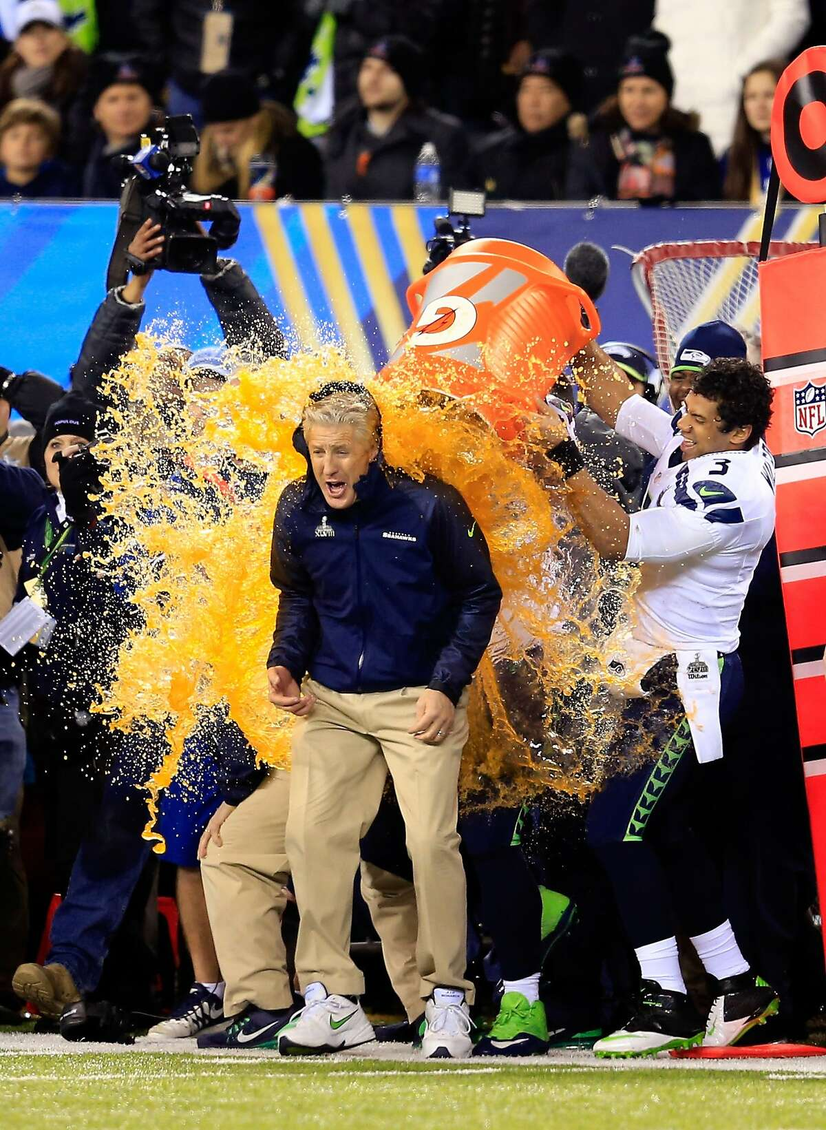 What color will the liquid be that is poured on the game winning coach? Lime/Green/Yellow - 9-to-2 Orange - 6-to-1 Red - 7-to-2 Clear/Water - 8-to-1 Blue - 9-to-1 Purple - 5-to-6