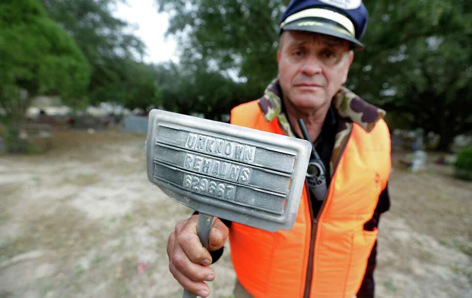 "Rafael Hernandez of the Desert Angels shows a grave marker from a Falfurrias cemetery that reads ""unknown remains."" Photo: Bob Owen, Staff / ©2013 San Antonio Express-News"
