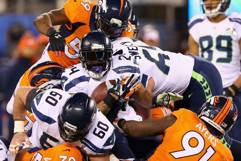 Running back Marshawn Lynch #24 of the Seahawks  runs the ball. Photo: Elsa, Getty Images