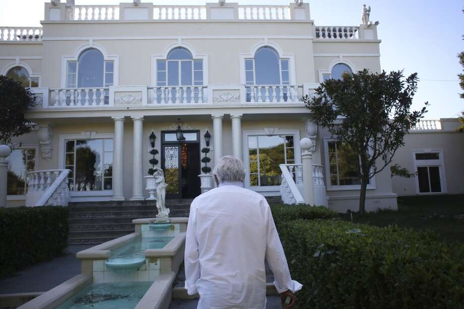 Bob Pritikin leads the way to the front door of The Pritikin Museum in San Francisco, Calif. Photo: The Chronicle