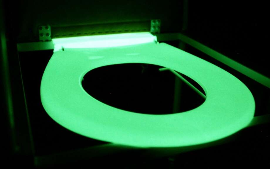 A glow-in-the-dark toilet seat that a Melbourne hospital credits with a cutting of falls among elderly patients, in Melbourne, 08 September 2005.  The hospital has installed the toilet seats, retailing for 60 dollars ($45 USD) and which have reduced the number of falls, particularly among patients who needed to relieve themselves at night. Photo: WILLIAM WEST, AFP/Getty Images