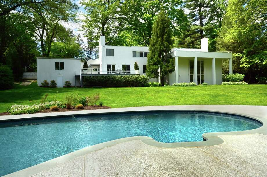 The house at 614 Hollow Tree Ridge Road in Darien is a contemporary with the 1938 vintage feel created by Edward Durrell Stone. It is on the market for $2,125,000. Photo: Contributed Photo, Contributed / Darien News