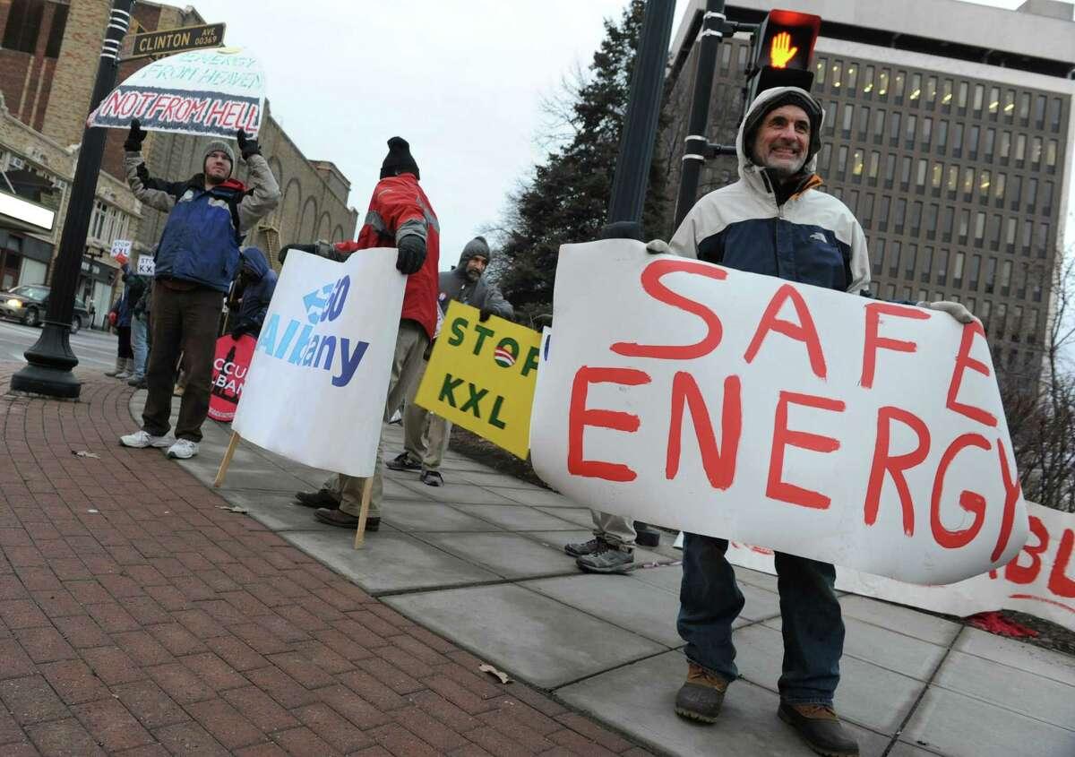 Rally protests Keystone pipeline